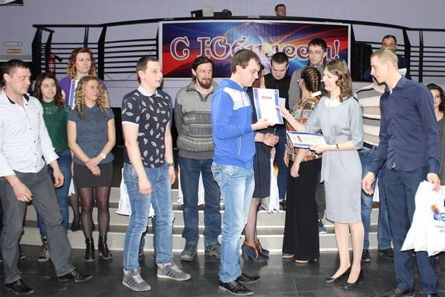 Награждение команды «Аглоеды» за 2 место в профсоюзном квесте.