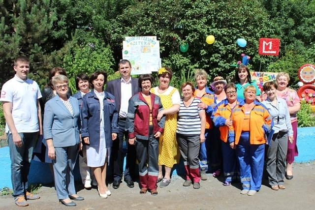 Коллектив ДСК «Марс» и члены жюри.
