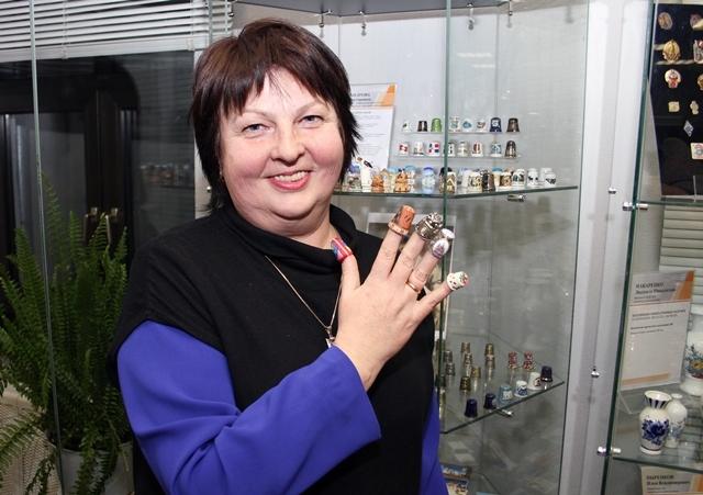 Ирина Александрова со своими наперстками.
