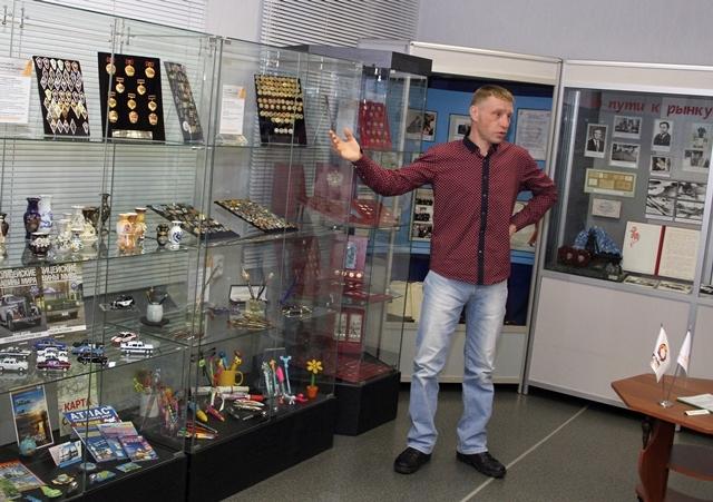 Вадим Захаров рассказывает о своей коллекции значков.