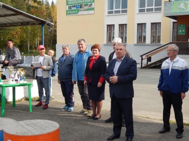Председатель Свердловского обкома ГМПР Валерий Кусков приветствует участников соревнований.